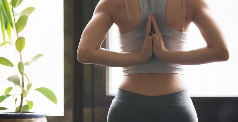 Pozitii de yoga pentru a incepe dimineata - travelandbeauty.ro