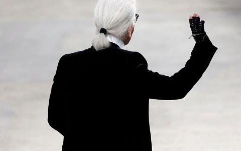 Karl Lagerfeld - emblema casei de modă Chanel - travelandbeauty.ro