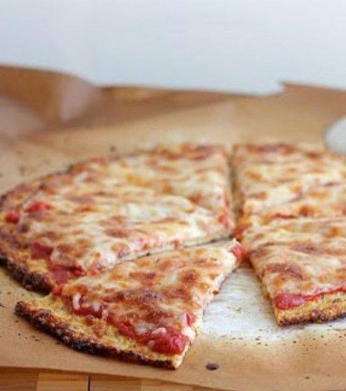 Rețetă fără gluten: Pizza cu blat de conopidă - travelandbeauty.ro